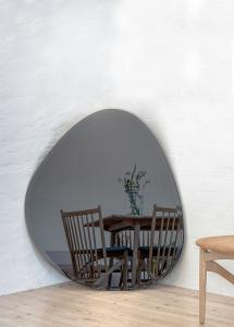Spegel Shape Big Warm Grey 95x110 cm